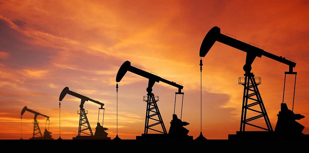 ما هي عقود خيارات النفط وبما تختلف عن العقود الآجلة؟