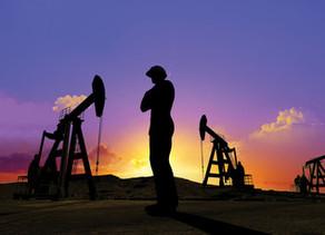 التحولات في أسواق الطاقة قد تدفع شركات النفط الكبرى إلى بيع أصول قد تصل إلى 100 مليار دولار