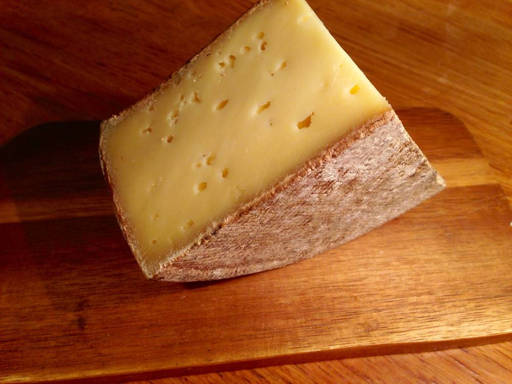 Tomme de Savoie from the edge of a cut