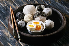 Boules de riz et oeufs