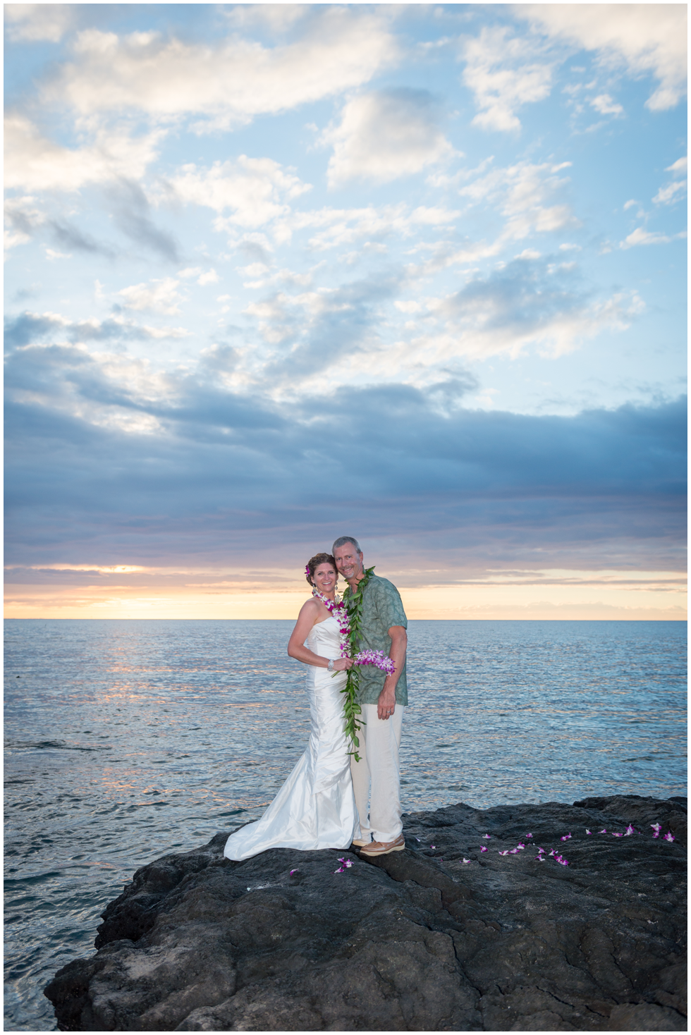 romatic hawaii beach wedding.png