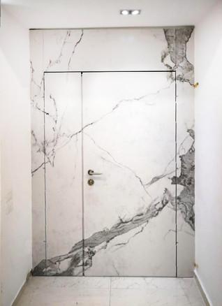 דלת שיש לבן