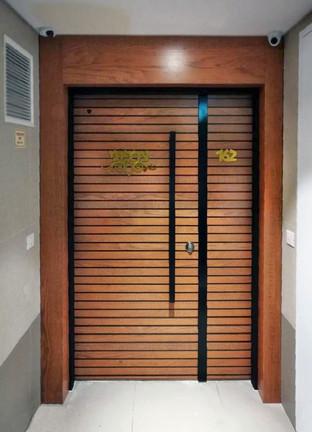 דלת פסים עץ מייפל