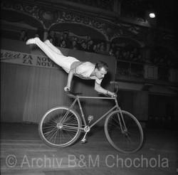 Krasojízda na kole, Lucerna, 1954