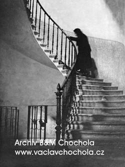 Ve starém domě, 1943