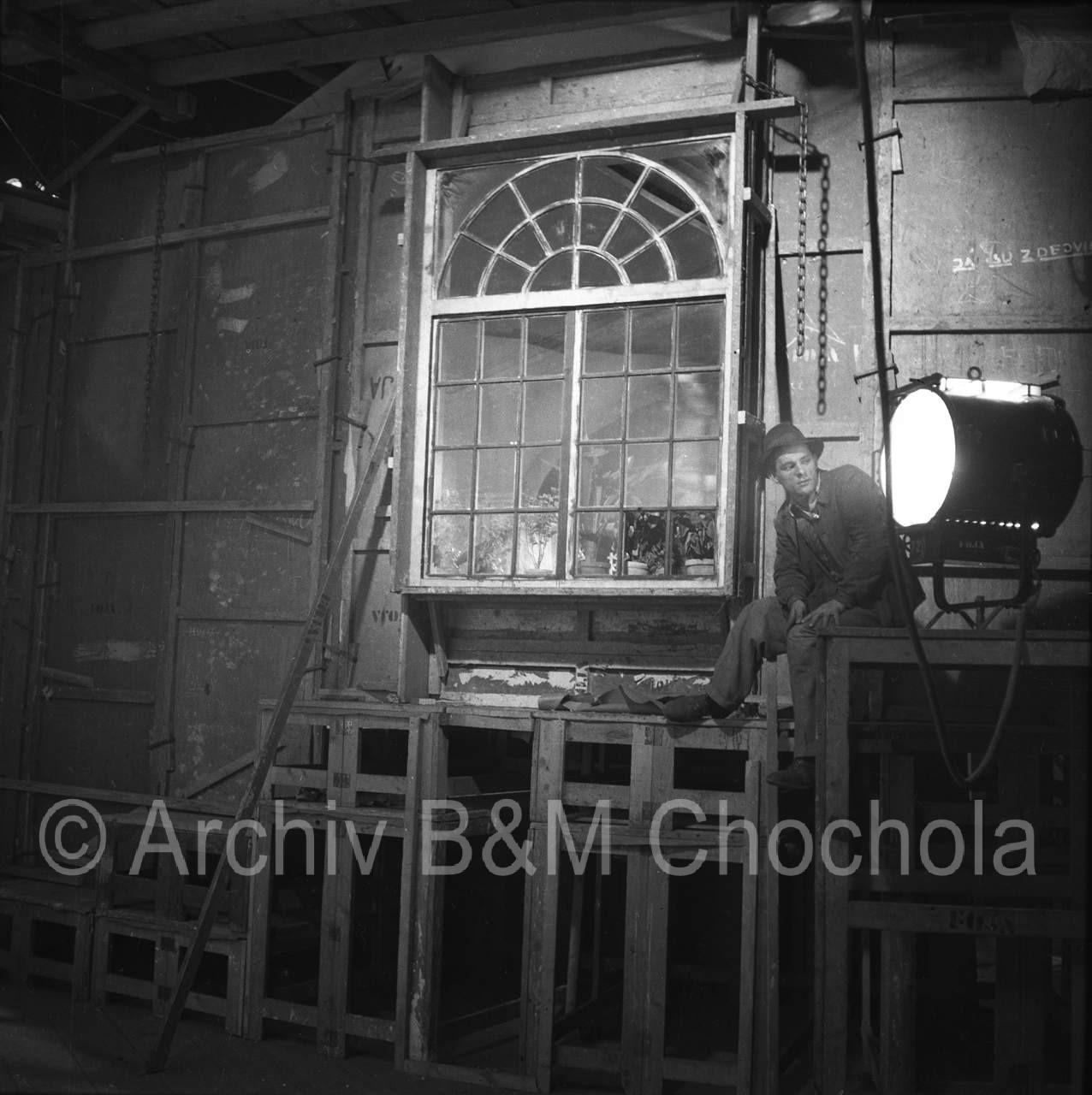 Film Tanečnice 1943_055 osvětlovač