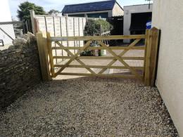 Single five bar gate