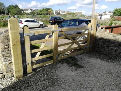 Double five bar gates