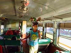 Поезд Янгон-Мандалай, Мьянма. Вагон 2-го класса