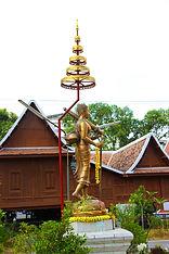 Ват Ванг Таван Ток. Странствующий Будда.