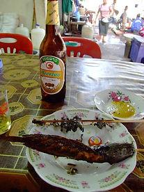 Рынок в Паксе. Вяленые лягушки, рыбка, сосиски, яйца.