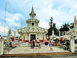 City Pillar Shrine   Подношения духам города