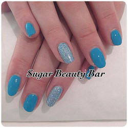 CND Shellac Cerulean with holographic glitter ring finger #shellac #glitter