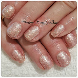 A mix of Shellac Strawberry Smoothie, a pigment (glimmer beige by Gnarly Nails) and white iridescent