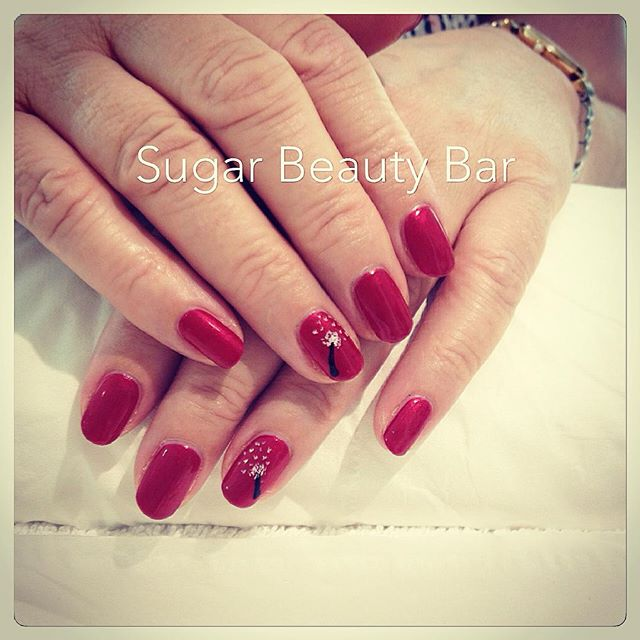 Shellac Red Baroness with dandelion nail art #shellac #nail #nails #nailart