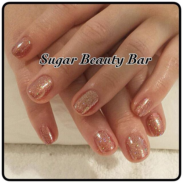Shellac with gold glitter #sugarbeautybar #shellac #glitter