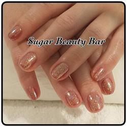 Shellac with gold glitter #sugarbeautybar #shellac #glitter