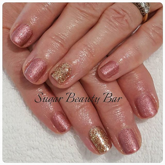 CND Shellac Untitled Bronze with gold glitter accent #glitter #glitternails #shellac #cnd