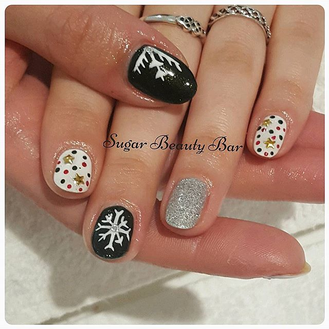 Seasonal nail art