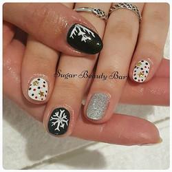 Seasonal nail art