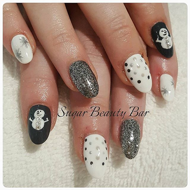 Winter wonderland acrylic extensions in Grey #acrylics #nailart