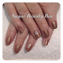 CND Shellac Cocca with bronze pigment and white hand painted roses #shellac #cnd #roses