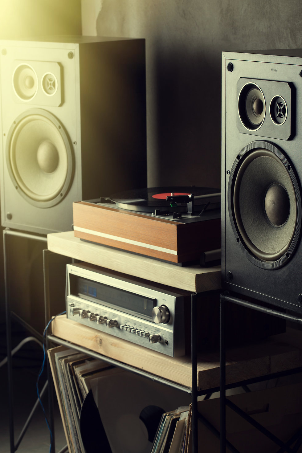 HiFi system with turntable, amplifier an