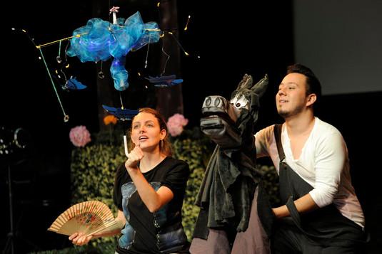 """Actuación en la obra infantil """"Violín de lata"""" bajo la dirección de Silvia Arce de Teatro La Maga."""""""
