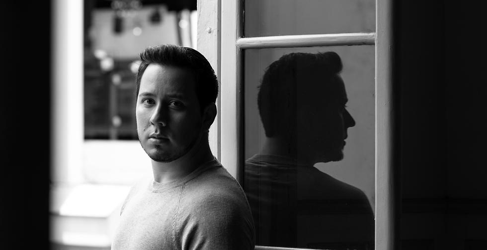 Dramaturgo y director Allan Fabricio Pérez
