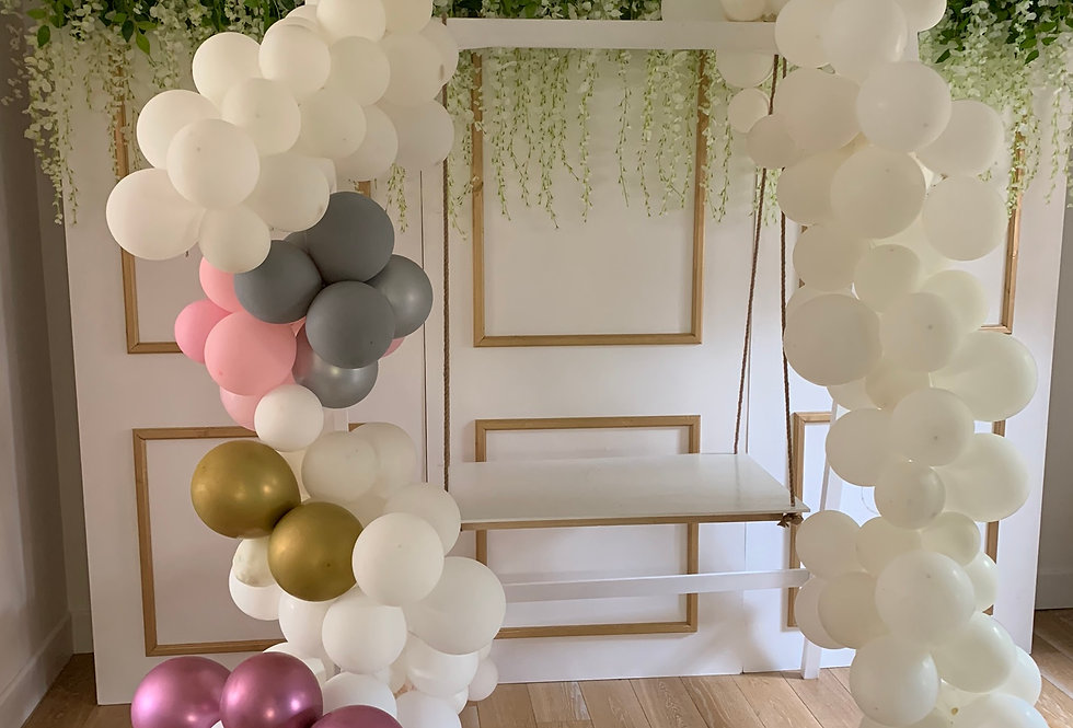 Classic White Cake Swing and Double Balloon Garlands - style A