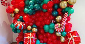 INSPIRATION: Christmas Themed Balloon Wall