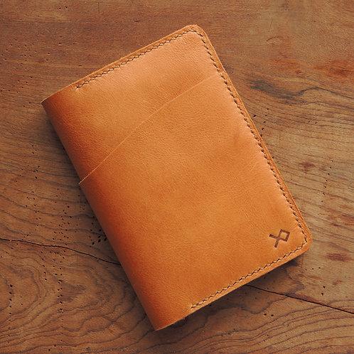 Porta passaporte em couro Mostarda
