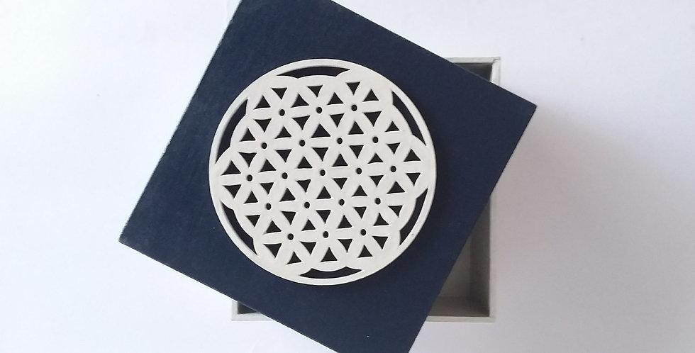 Caja artesanal con aplique
