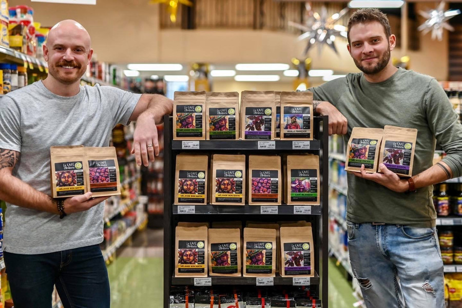 Maxime Poulin (Gauche) et Alexandre Parent (Droite) Co-Propriétaires Café de la Brûlerie Distribution