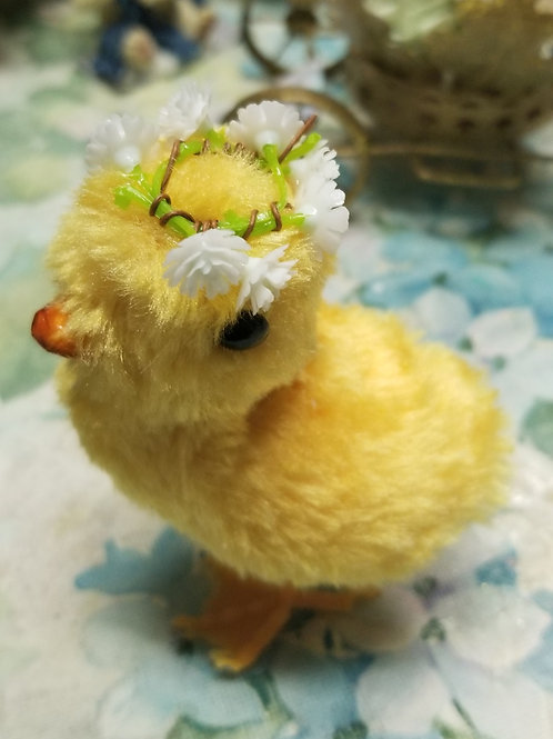 Decoration: Easter chick wearing crown of flowers