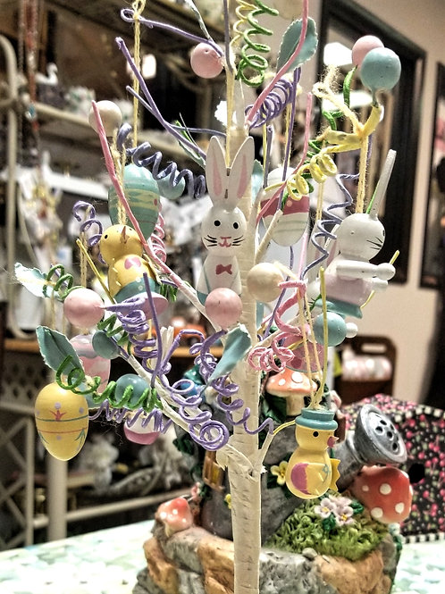 Decor: Decorated Easter Egg Tree
