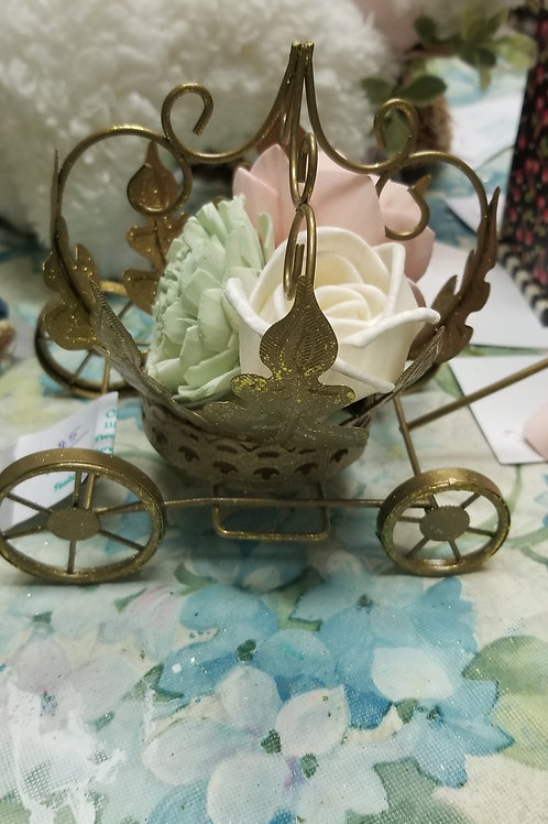 Decor: Gold Carraige with Flowers