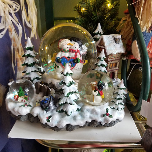 Musical Holiday Globe w/ X-mas Trees, Snowman  Couple