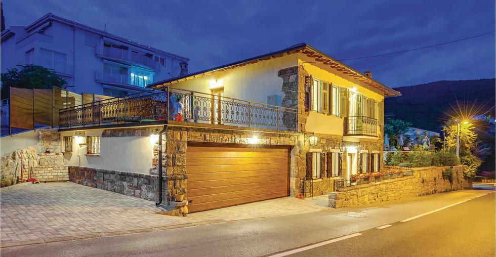 Ferienhaus mitten in Icici mit Meerblick zu verkaufen