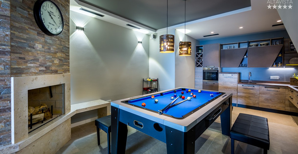 Partyraum mit Kamin und Küche