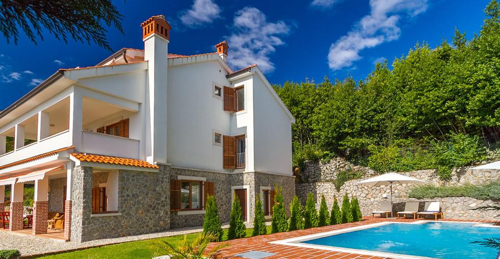 Schönes großes Haus mit Pool und Meerblick in Kroatien kaufen