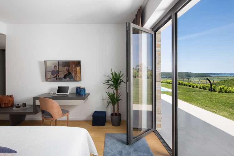 Luxus-Villa mit Pool und Meerblick