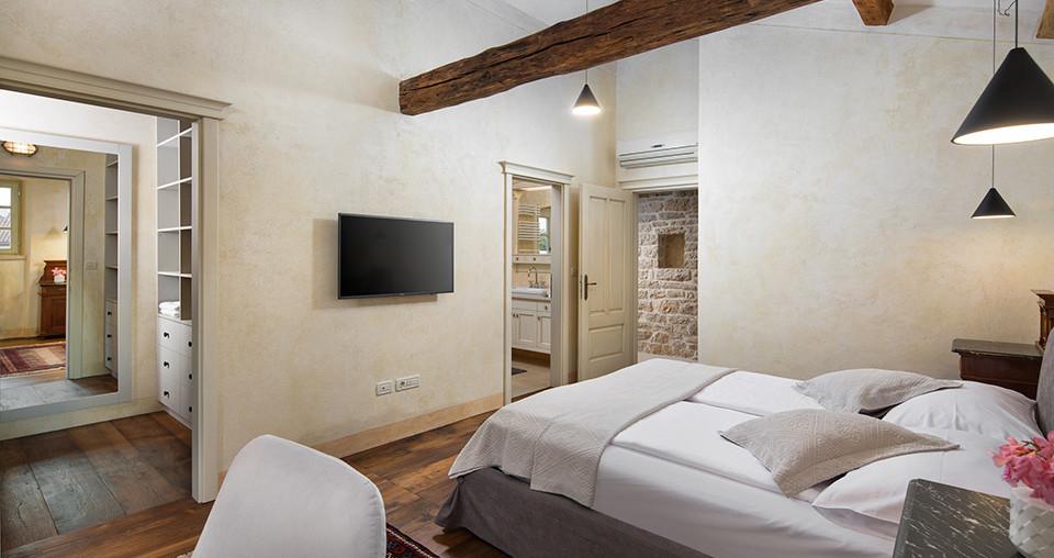 Luxus-Villa mit großen Grundstück in Kroatien kaufen