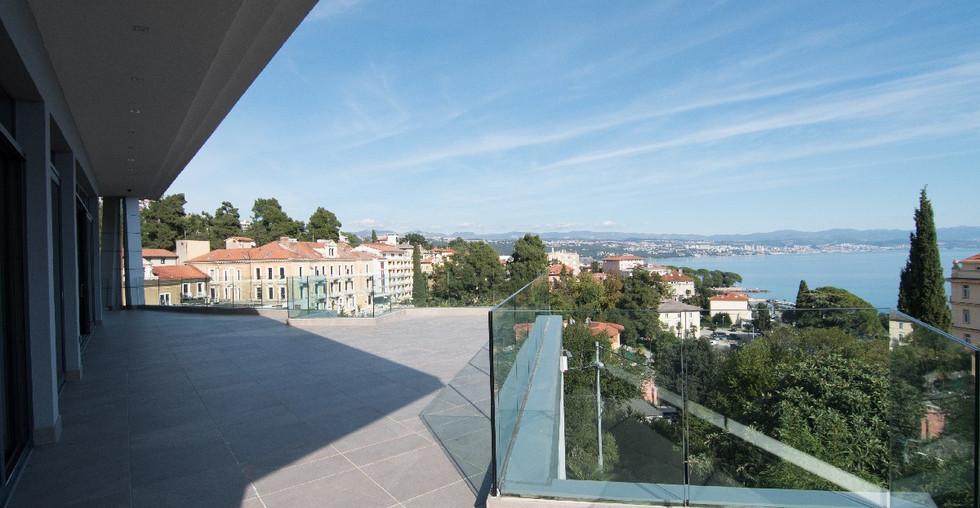 21_croatia-opatija-villa-terrace3.jpg