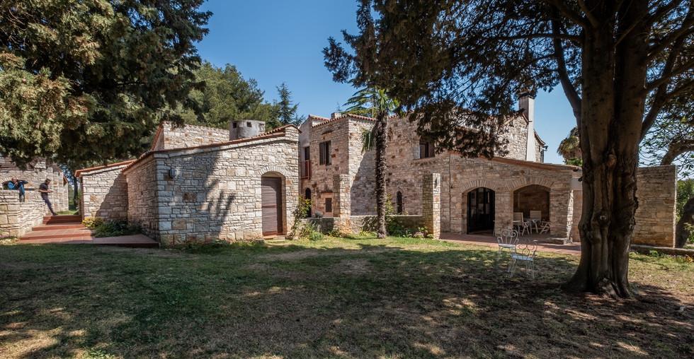 Anwesen mit zwei Steinhäusern