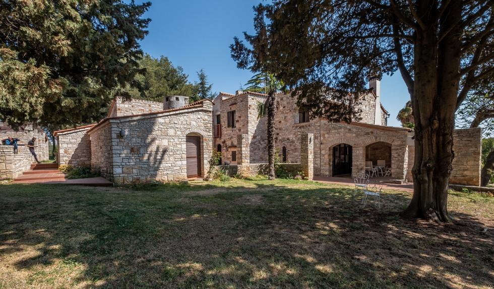 Einmaliges Anwesen in Novigrad mit zwei Steinhäusern