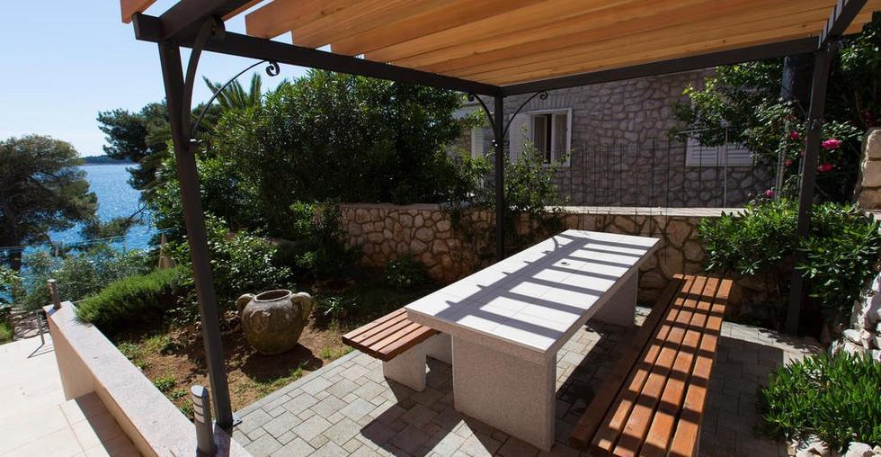 Villa mit Pool und schöner Außenanlage in Kroatien kaufen