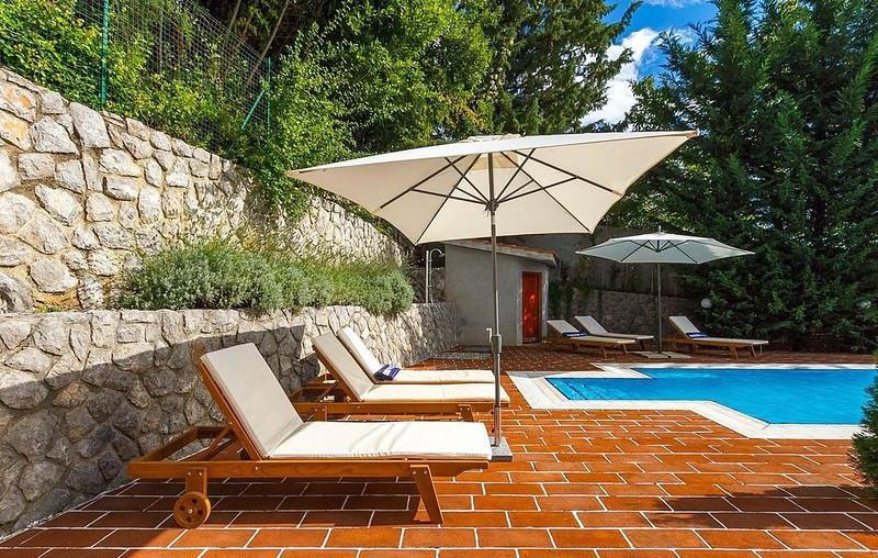Haus mit Pool und Meerblick in Kroatien zu Verkaufen