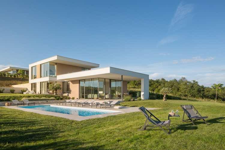 Exklusive Villa mit Pool und großen Garten