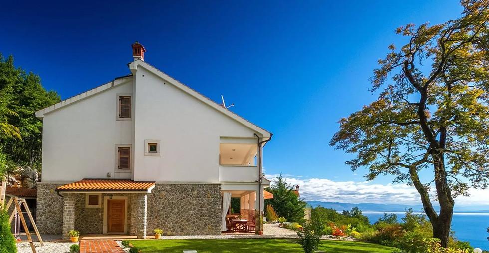 Schönes Haus über Opatija mit Pool und Meerblick zum Verkaufen